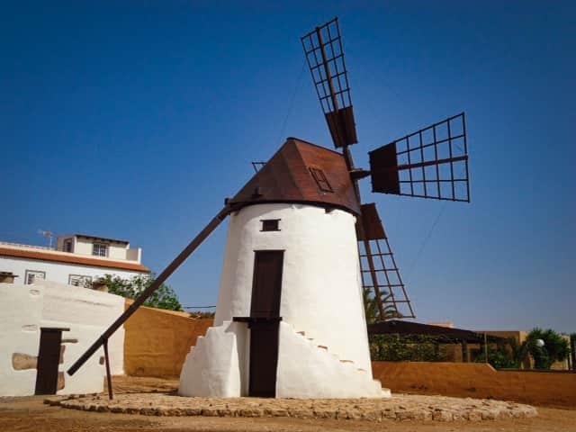 Presentación del libro 'Patrimonio Histórico Industrial de Fuerteventura' de Amara Florido